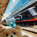 青いスーパービュー踊り子と黒船電車を熱海駅で目撃
