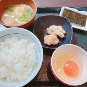 なか卯 生卵 味噌汁 海苔 朝ごはん 250円