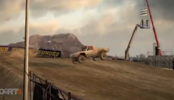 DIRT4,快感,トラックで大ジャンプして後ろ向きに着地からのドリフト