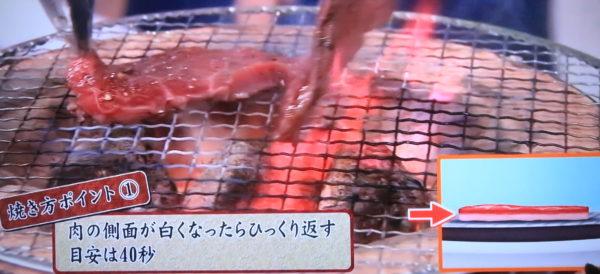 焼肉、よくひっくり返すことが肉汁を逃さないコツ