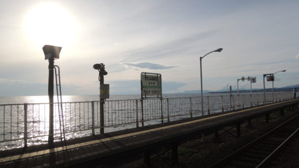 【JR・北海道】ちょうど夕陽がバックに、いいかんじな駅